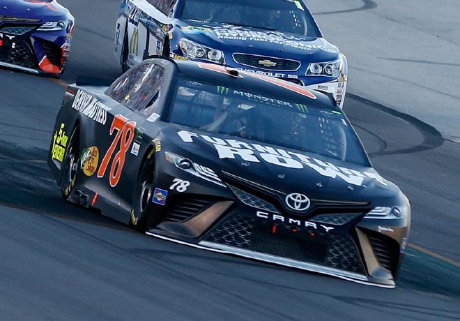 NASCAR - Kentucky 2017 - Martin Truex Jr - Toyota Camry