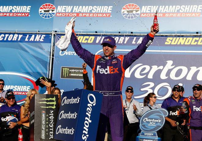 NASCAR - New Hampshire 2017 - Denny Hamlin en el Victory Lane