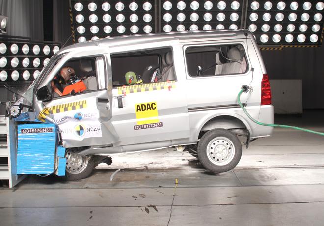Latin NCAP - Chevrolet N300 - sin Airbags