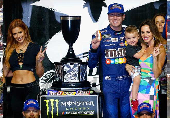 NASCAR en Bristol – Carrera: Triple victoria de Kyle Busch.
