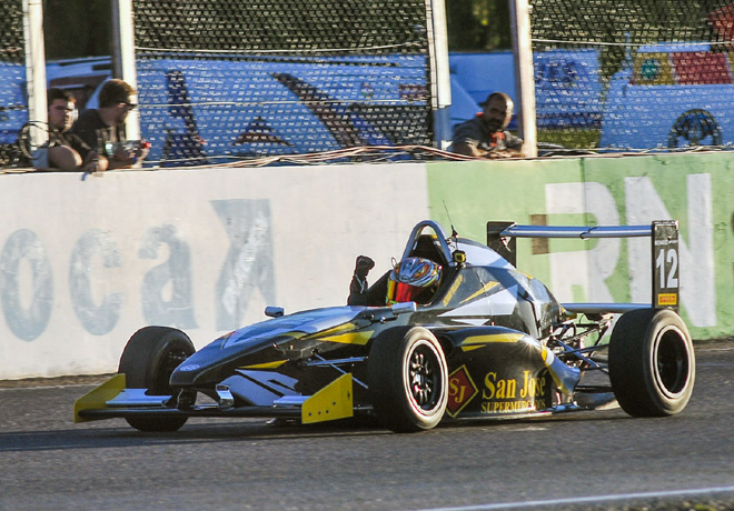 Fórmula Renault 2.0 en General Roca – Carrera 1: Gran victoria de Hernán Palazzo.
