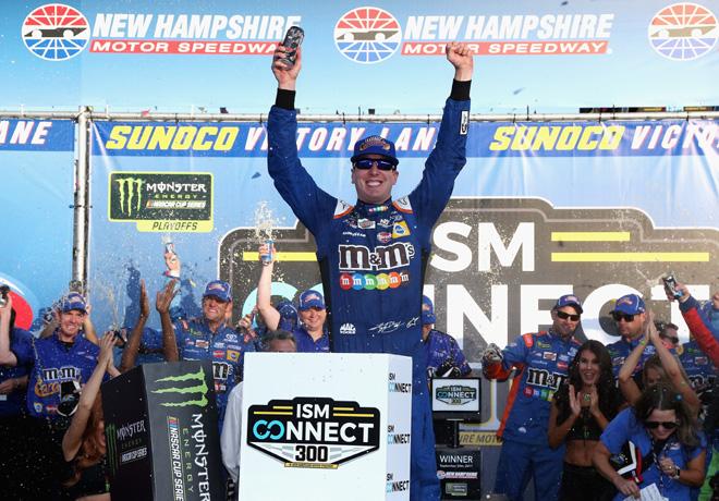 NASCAR - New Hampshire 2017 - Kyle Busch en el Victory Lane