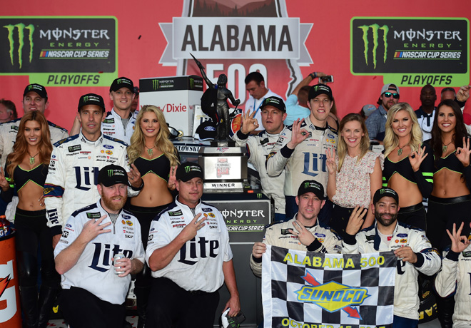 NASCAR - Talladega 2017 - Brad Keselowski en el Victory Lane