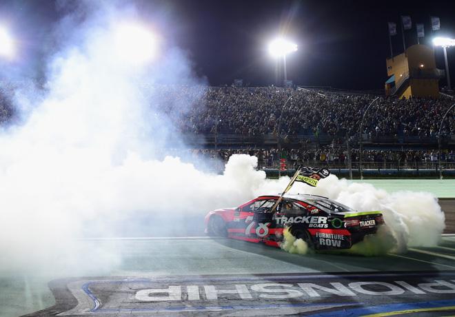 NASCAR - Homestead 2017 - Martin Truex Jr - Toyota Camry