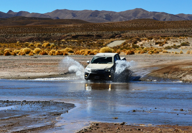 Diez tips Toyota para realizar vadeos y conducir en zonas inundadas.