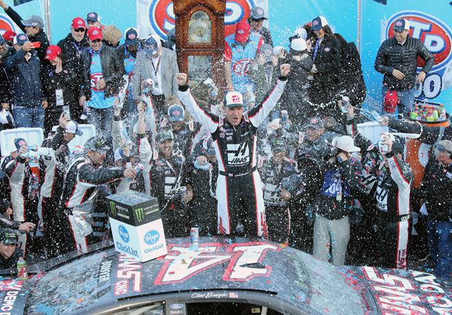 NASCAR - Martinsville 2018 - Clint Bowyer en el Victory Lane