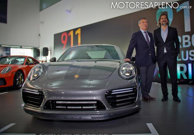 Hugo Pulenta y Gustavo Gioia junto a los nuevos Porsche 911 GT3 y Turbo S Exclusive Series