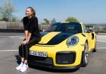 Maria Sharapova conduce a fondo el Porsche 911 GT2 RS 4
