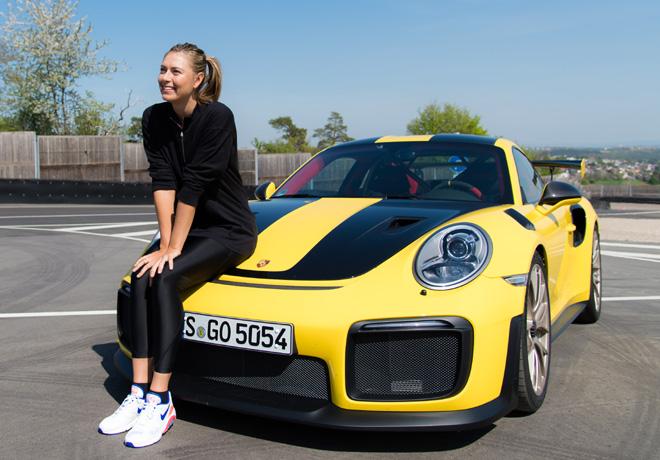 María Sharapova conduce a fondo el Porsche 911 GT2 RS.