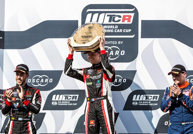 WTCR - Hungaroring - Hungria 2018 - Carrera 1 - Esteban Guerrieri - Yann Ehrlacher - Norbert Michelisz en el Podio