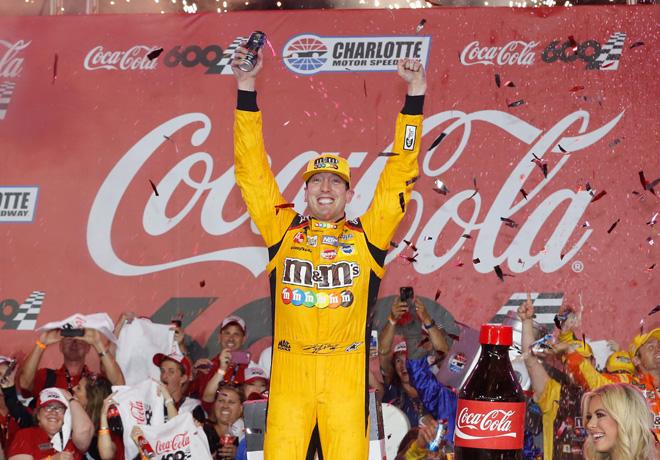 NASCAR - Charlotte 2018 - Kyle Busch en el Victory Lane