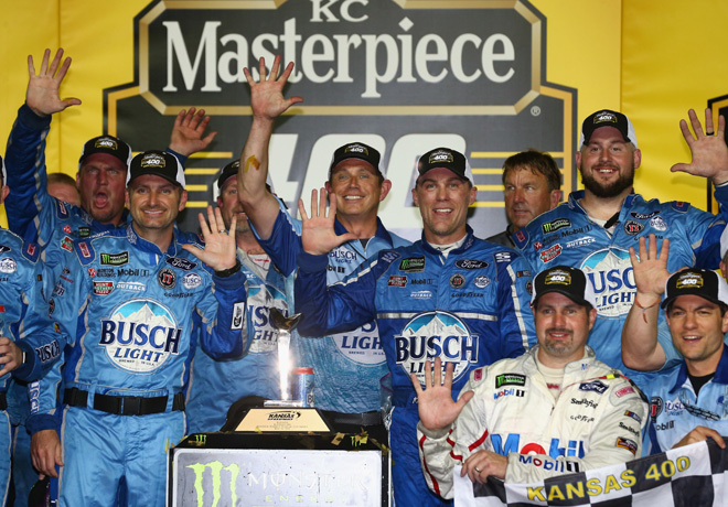 NASCAR - Kansas 2018 - Kevin Harvick en el Victory Lane