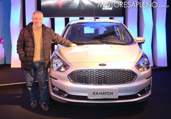 Hector Losino junto al nuevo Ford Ka en Gramado - Brasil
