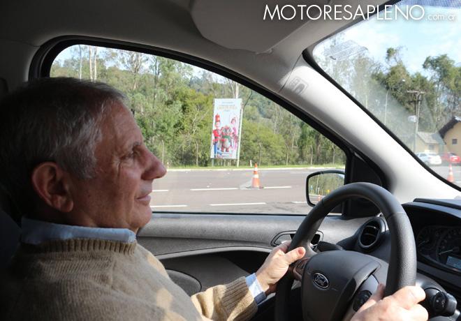 Hector Losino probando el nuevo Ford Ka en Gramado - Brasil