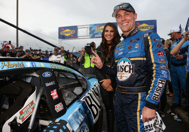 NASCAR - New Hampshire 2018 - Kevin Harvick en el Victory Lane