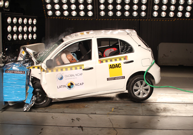 Latin NCAP - Nissan March - con 2 Airbags