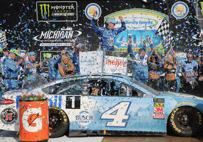 NASCAR - Michigan 2018 - Kevin Harvick en el Victory Lane