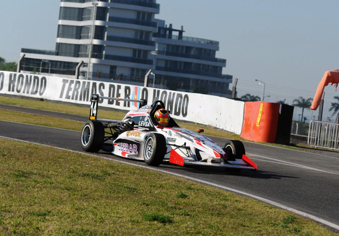 Fórmula 2.0 by Renault – Carrera 1: Mateo Polakovich, de último a primero.