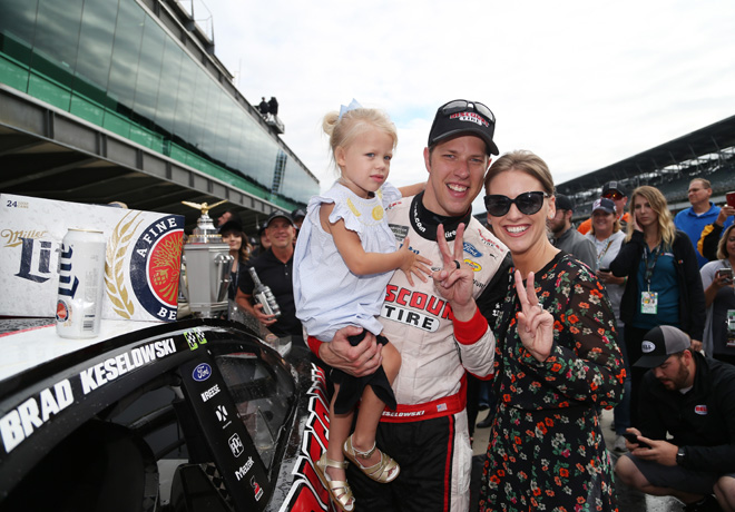 NASCAR - Indianapolis 2018 - Brad Keselowski en el Victory Lane