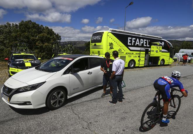 Nissan LEAF recorre 1941 km y se convierte en el primer vehiculo electrico en cumplir con la Vuelta a Portugal en Bicicleta