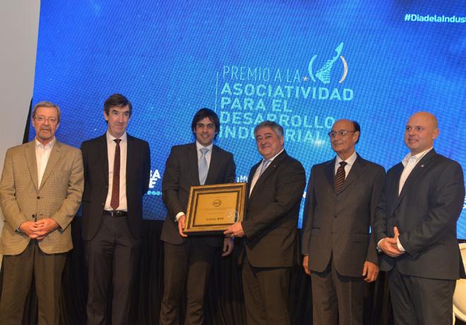 Nissan fue distinguida en los premios Dia de la Industria 2018 en Argentina por su proyecto de fabricacion local