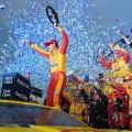 NASCAR - Martinsville 2018 - Joey Logano en el Victory Lane