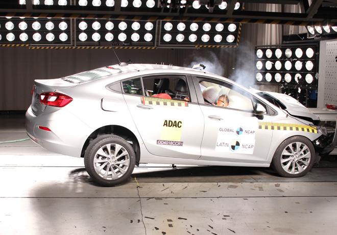 Latin NCAP - Chevrolet Cruze - con 4 Airbags