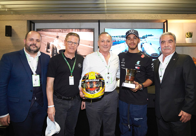Mercedes-Benz HiFive - Gustavo Castagnino - Roland Zey - Juan Manuel Fangio II - Lewis Hamilton - Antonio Mandiola