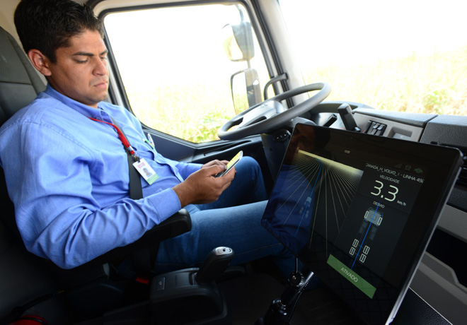 Volvo realizo en Brasil la primera entrega comercial de camiones con tecnologia autonoma del mundo 2