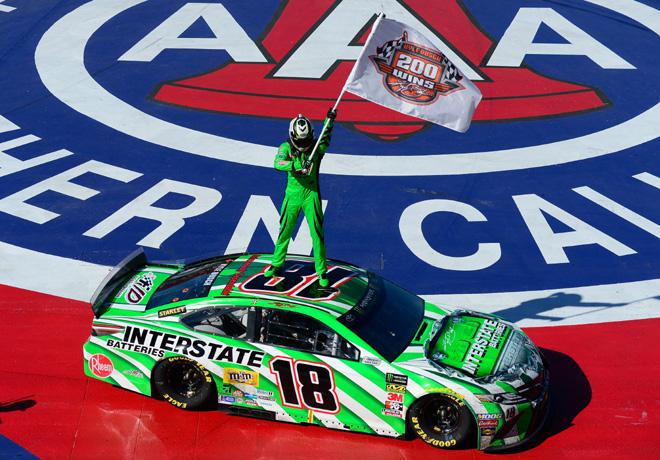 NASCAR - Fontana 2019 - Kyle Busch - Toyota Camry