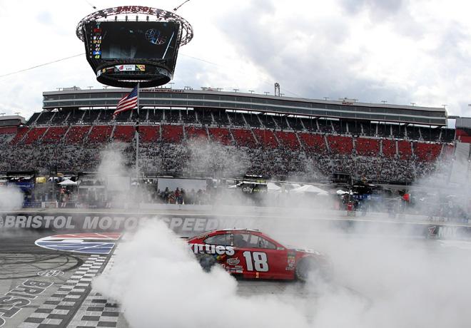 NASCAR - Bristol 2019 - Kyle Busch - Toyota Camry