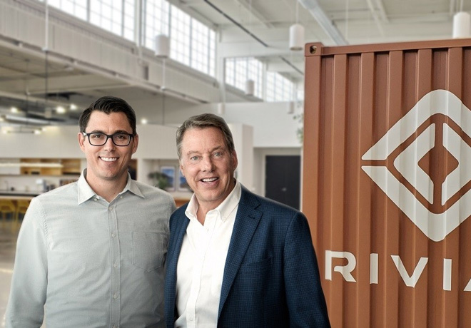 RJ Scaringe y Bill Ford - Ford Motor Company se asocia con Rivian para desarrollar un nuevo vehiculo totalmente electrico