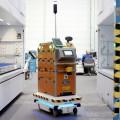 Un robot con tecnologia de conduccion autonoma hace la vida mas facil a los operarios de la Planta de Ford en Valencia