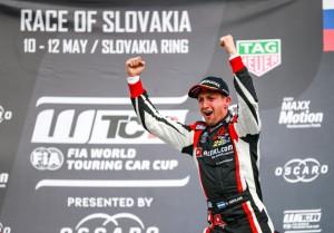 WTCR - Eslovaquia 2019 - Carrera 2 - Nestor Girolami en el Podio