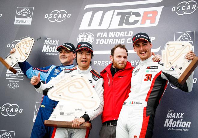 WTCR - Eslovaquia 2019 - Carrera 3 - Norbert Michelisz - Ma Qing Hua - Kevin Ceccon en el Podio