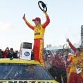 NASCAR - Michigan 2019 - Joey Logano en el Victory Lane