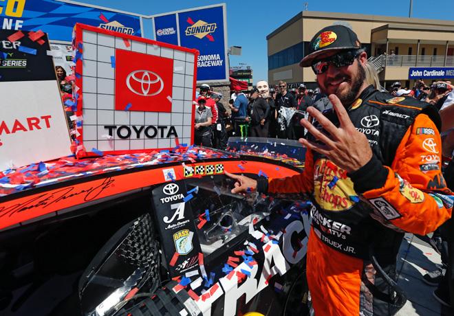 NASCAR - Sonoma 2019 - Martin Truex Jr en el Victory Lane
