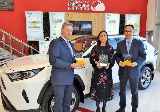 Toyota recibio los premios de Latin NCAP por la maxima calificacion en seguridad de la nueva RAV4