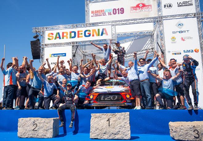 WRC - Italia 2019 - Final - Dani Sordo y equipo Hyundai en el Podio