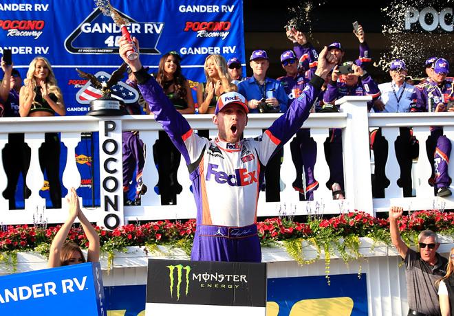 NASCAR - Pocono 2019 - Denny Hamlin en el Victory Lane