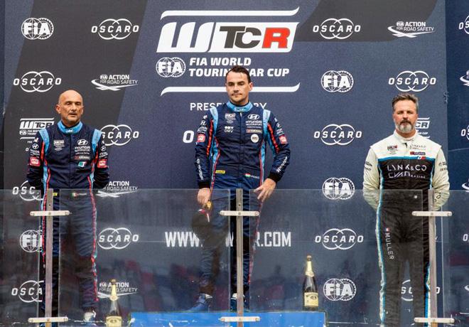 WTCR - Ningbo - China 2019 - Carrera 2 - Gabriele Tarquini - Norbert Michelisz - Yvan Muller en el Podio