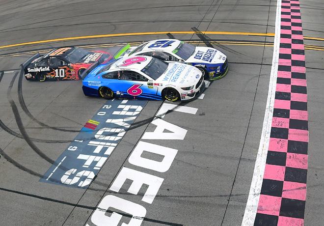 NASCAR en Talladega – Carrera: Ajustada victoria de Ryan Blaney, en una accidentada competencia.
