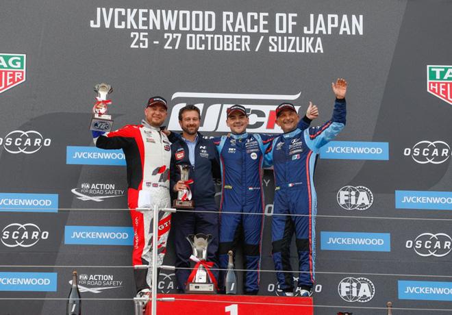WTCR - Suzuka - Japon 2019 - Carrera 2 - Robert Huff - Norbert Michelisz - Gabriele Tarquini en el Podio