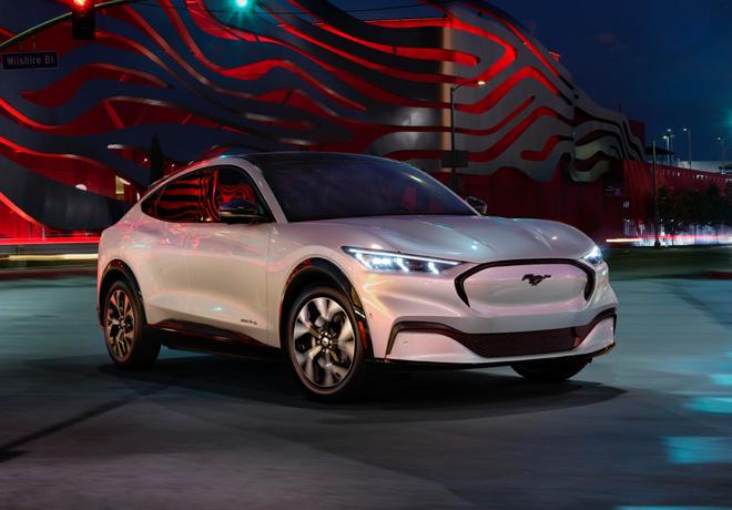 Ford Mustang agranda la familia: Mustang Mach-E totalmente eléctrico, ofrece potencia, estilo y libertad para la nueva generación.