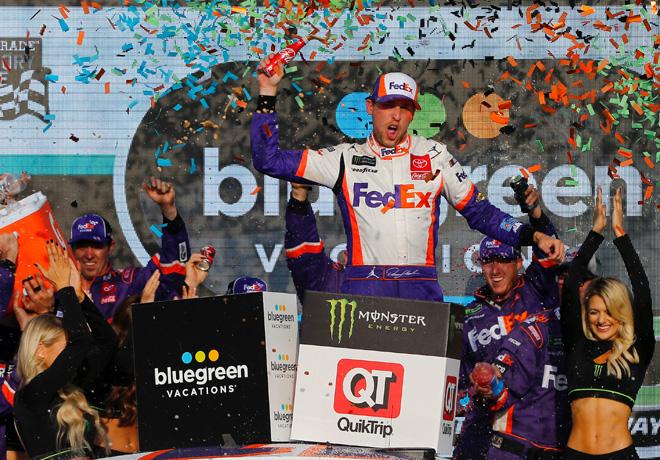 NASCAR - Phoenix 2019 - Denny Hamlin en el Victory Lane