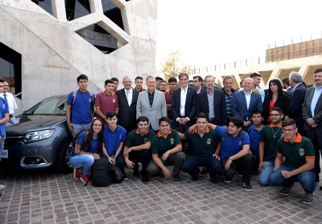 Renault Argentina entregará 36 vehículos de ensayo a varias escuelas técnicas de la capital e interior de la provincia de Córdoba.