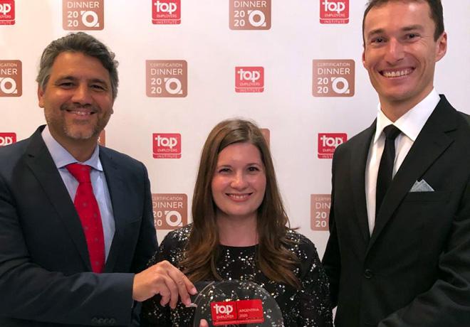 Dario Carosella -director de RRHH de VWA- recibio el premio de Top Employer 2020.jpeg