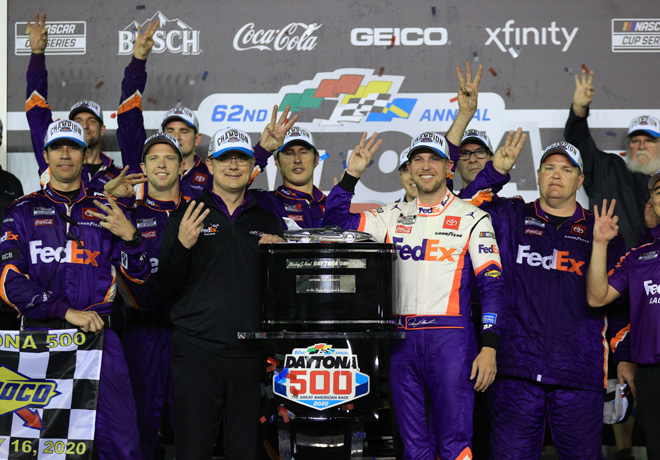 NASCAR - Daytona 2020 - Denny Hamlin en el Victory Lane