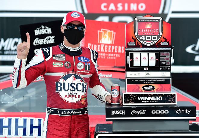 NASCAR en Michigan – Carrera 1: Quinta victoria de Harvick en la temporada, en tiempo extra.
