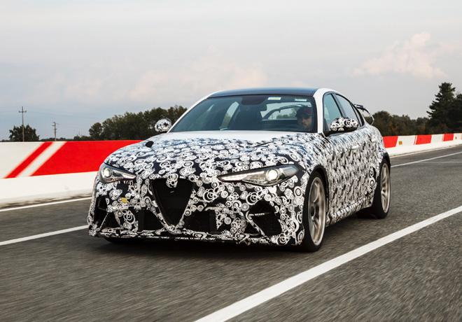 Los pilotos Alfa Romeo Racing ORLEN de F1, Räikkönen y Giovinazzi, prueban el nuevo Giulia GTA.